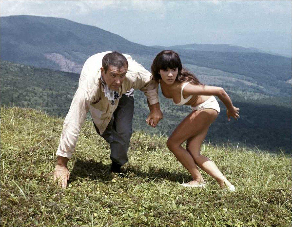 James Bond Kissy Suzuki